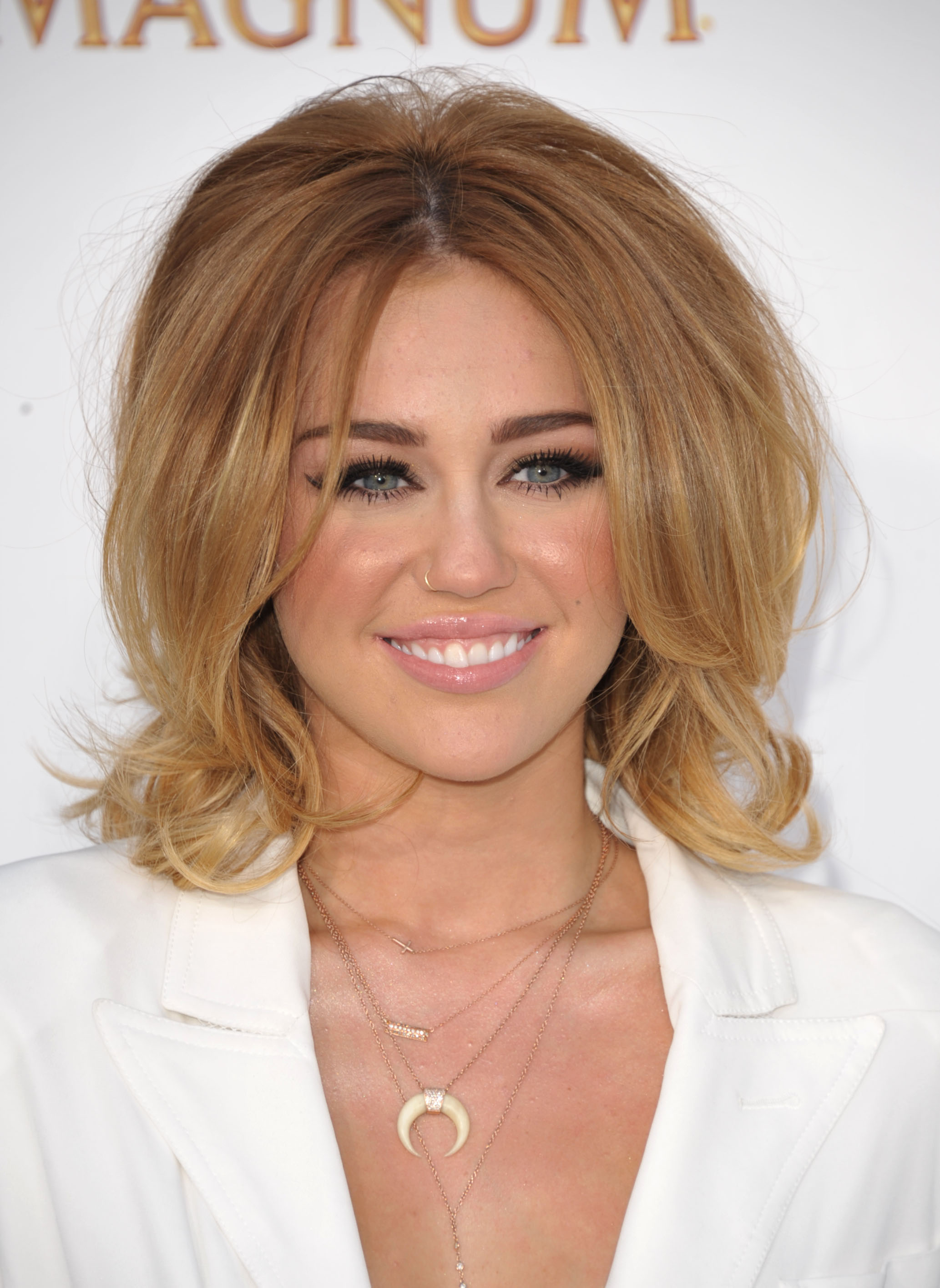 9 Great Ways To React To Miley Cyruss New Haircut The Daily Edge
