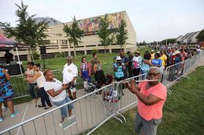 Aretha Franklin public visitation begins at Charles H. Wright Museum